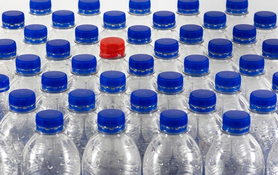 bottles-4251473_1280 (1)